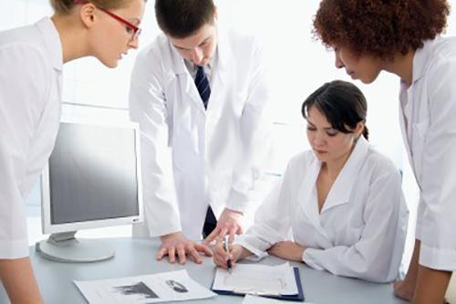Estruturação da Assistência Farmacêutica e a Promoção do Uso Racional de Medicamentos em Serviços de Saúde